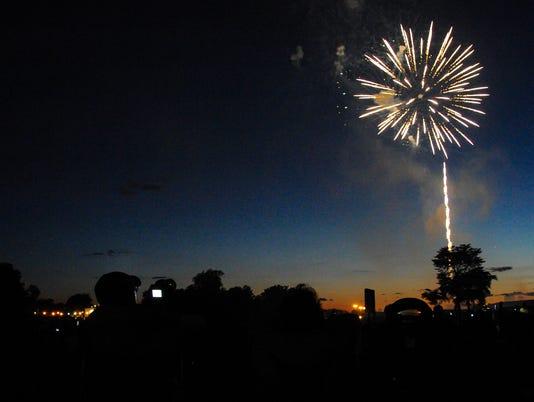 636026219858827961-070414jmo-Fireworks-9284.jpg