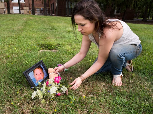YDR-PMK-080816-baby-grave