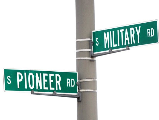 636070462033256924-FON-022115-pioneer-and-hickory-road-sign.jpg