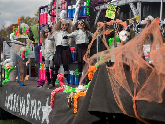 Extravastar poses during the York Halloween Parade