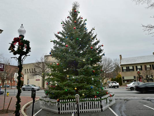 cpo-mwd-122116-wayneboro-christmas-tree