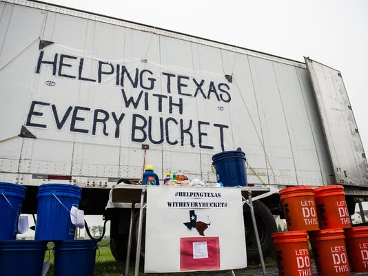 LDN-JML-091317-buckets-texas
