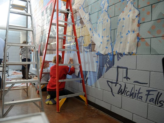 Volunteers continue to work on the Martin Luther King Center mural Saturday, Jan. 13, 2018. The mural will be unveiled Jan. 20 after the Martin Luther King Scholarship and Prayer Breakfast.