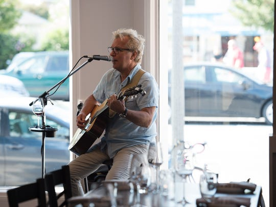 Keith Mack performs at Cuvée Ray wine bar restaurant