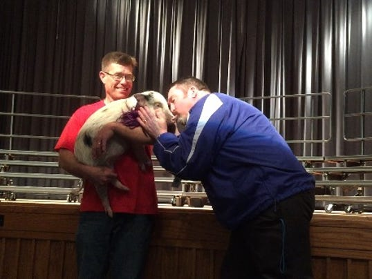-CGO 0405 note Chillicothe Middle School Kiss a Pig charity event.jpg_201504.jpg