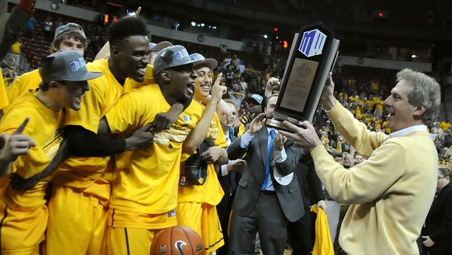 Former Wyoming basketball coach Larry Shyatt holds the Mountain West trophy near his  players after defeating San Diego State 45-43 for the conference tournament title in 2015. Shyatt's retirement leaves a void in the MW, columnist Matt L. Stephens says.