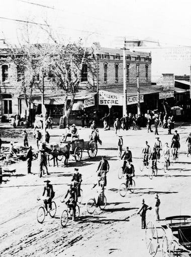 Horse-drawn trolley cars in Downtown Phoenix from 1887 to 1948.