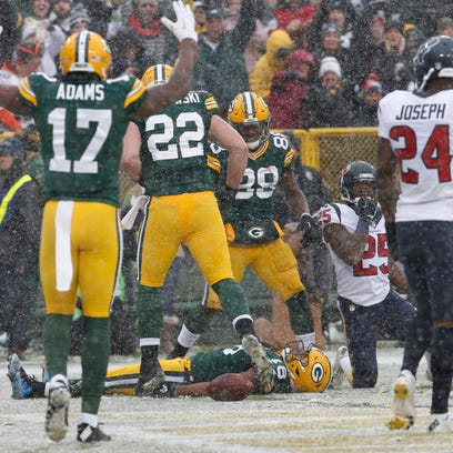 Green Bay Packers' receiver Randall Cobb does a snow