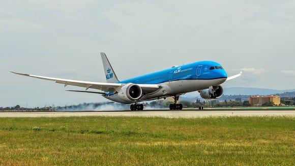 A KLM Boeing 787-9 Dreamliner lands at San Francisco