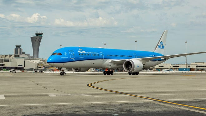 A KLM Boeing 787-9 Dreamliner lands at San Francisco for the first time on May 4, 2016.