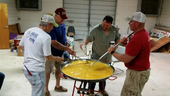 The Wakulla 4-H Association did not let a bit of rain dampen their first ever Henfruit Festival.  Members of the Association's clubs, along with community volunteers, prepared a 900 egg feast for festival attendees on Saturday at the UF/IFAS Wakulla County Extension facility.