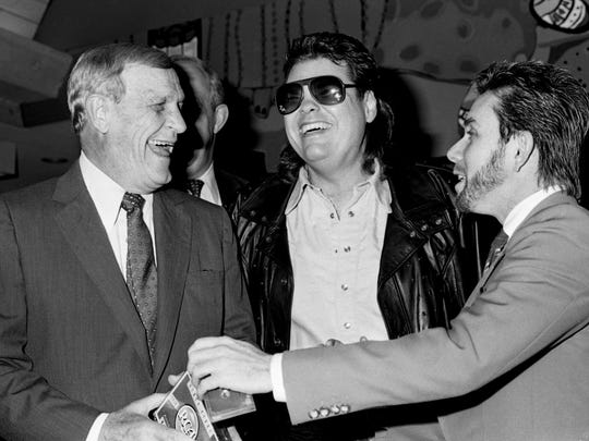 Superstars Eddy Arnold, left, and Ronnie Milsap share some RCA Records memories with Nashville label chief Joe Galante at the Country Music Hall of Fame on March 8, 1988. Galante presented the company's entire 60-year recording history to the Country Music Foundation archives.