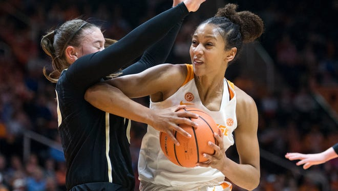 Tennessee's Jaime Nared, right, scored a team-high 21 points in Sunday's win at South Carolina.