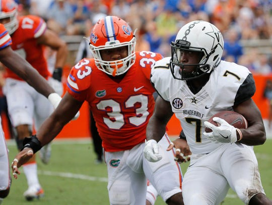 Vanderbilt Commodores running back Ralph Webb (7) runs