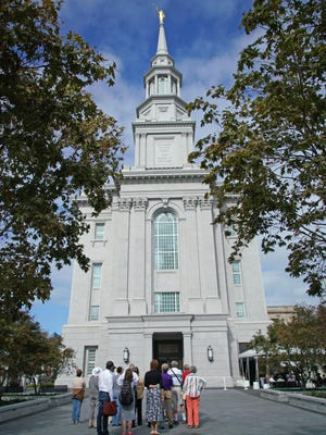 Visitors line up to tour the new new Philadelphia Temple of The Church of Jesus Christ of Latter-day Saints.