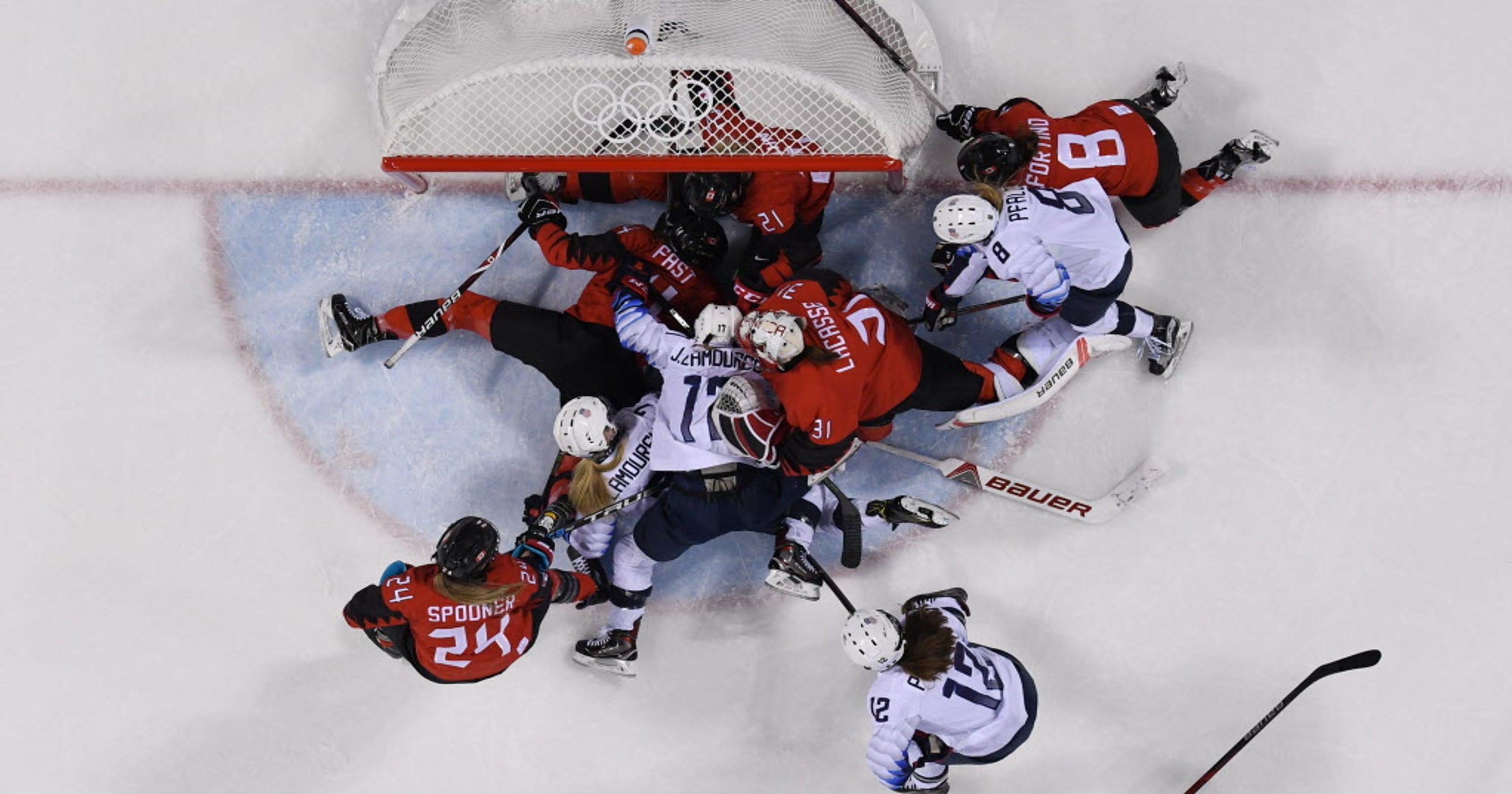 f82695eed5b Winter Olympics  Canada firmly in heads of U.S. women s hockey players