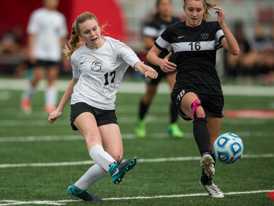 636544817714131061-Florence.WLaud.4A-Girls.Soccer-019.jpg