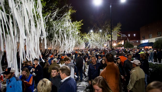 Auburn fans roll Toomer's Corner after the NCAA football game between Auburn and Georgia on Saturday, Nov. 11, 2017, in Auburn, Ala. Auburn defeated Georgia 40-17.