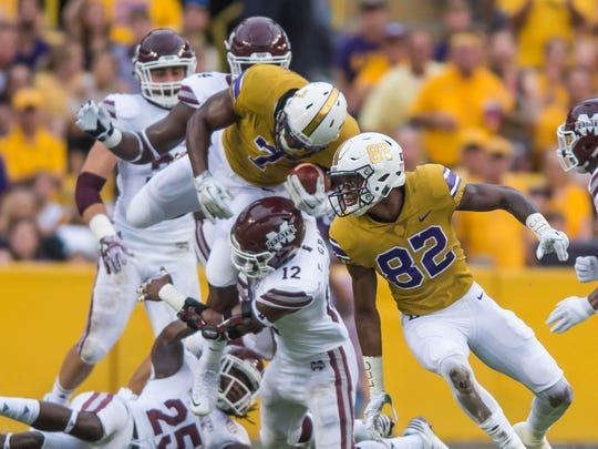 LSU Tigers running back Leonard Fournette (7) leaps