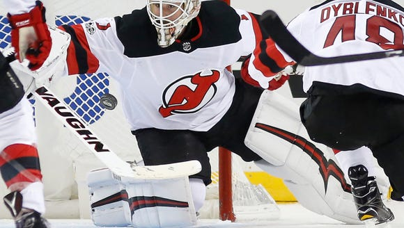 New Jersey Devils goalie Keith Kinkaid (1) makes a