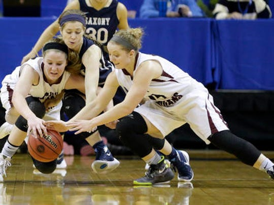 Saxony's Tess Daniel, center, dives for a loose ball
