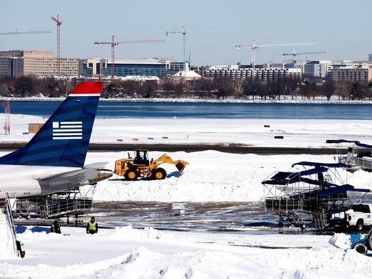 AP BIG SNOWSTORM AIRLINES A WEA USA VA