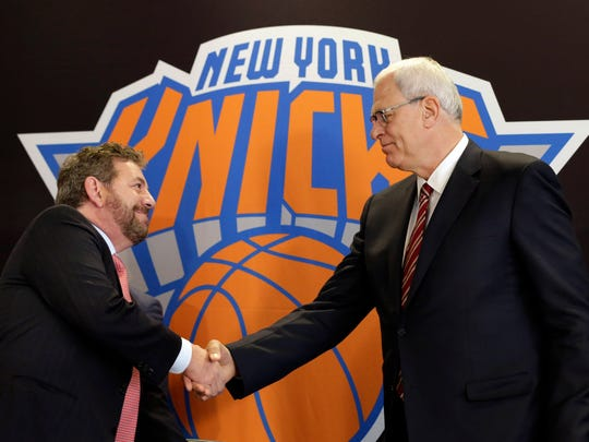 Knicks new team president Phil Jackson, right, shakes