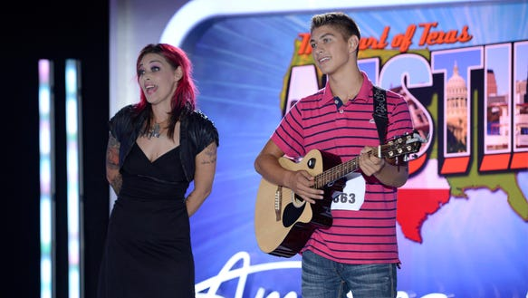 Contestant Tristen Langley (R) and his mother, former contestant Nikki McKibbin (L) on AMERICAN IDOL XIII.