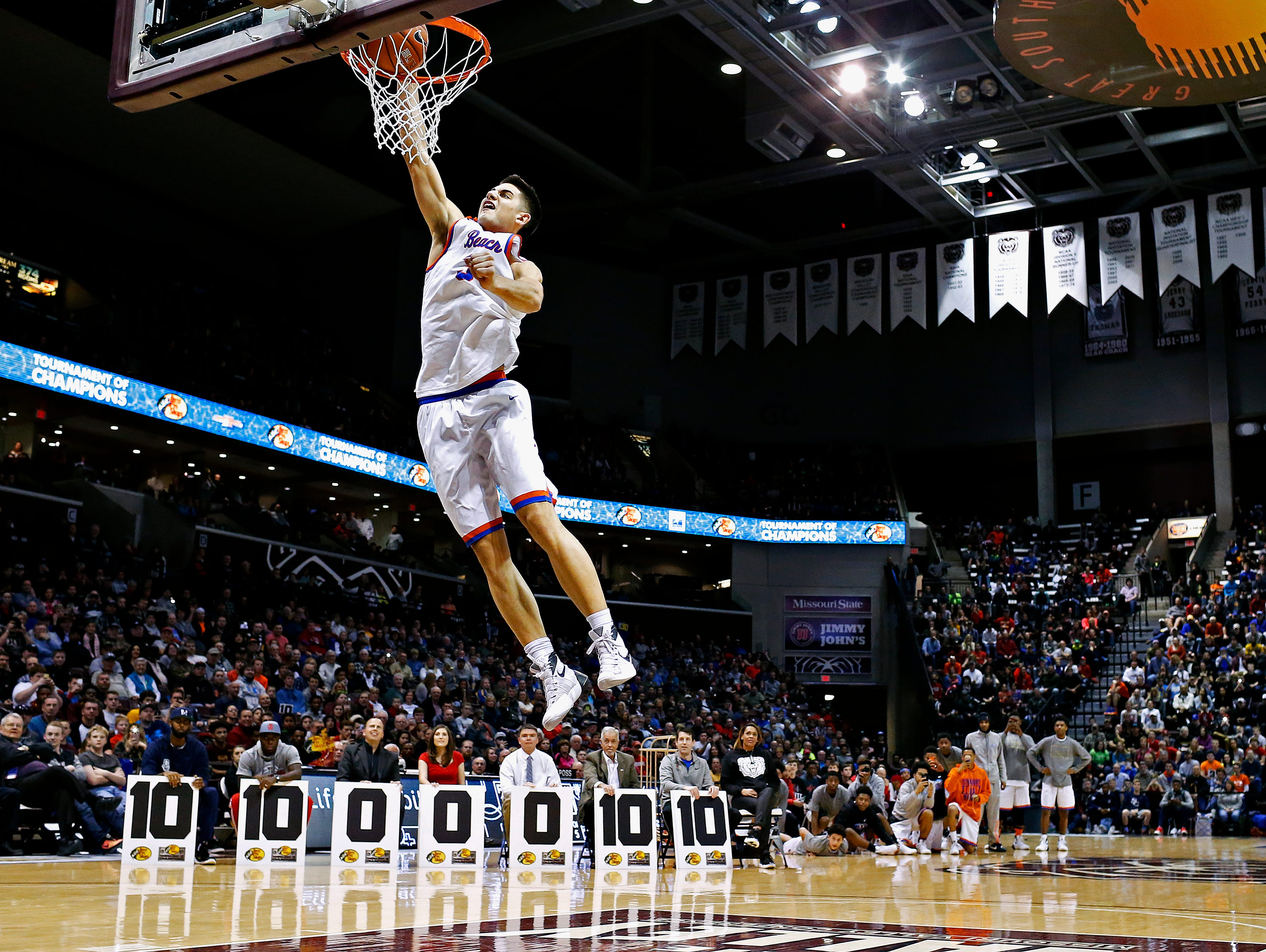 Rainier Beach High School (Seattle, Wa.) guard Sam Cunliffe (3) dunks during the dunk contest portion of the 2016 Tournament of Champions at JQH Arena in Springfield, Mo. on Jan. 15, 2015. Bishop Gorman High School (Las Vegas, Nev.) guard Christian Popoola Jr. won first place in the contest.