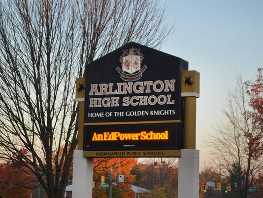 -ED ArlingtonHS sign.jpg_20140806.jpg