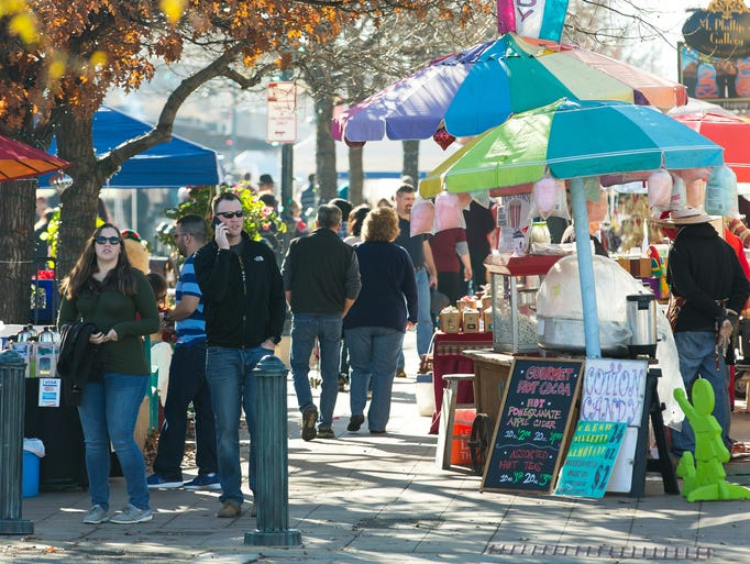 Many gather at the Las Cruces Farmers and Crafts Market