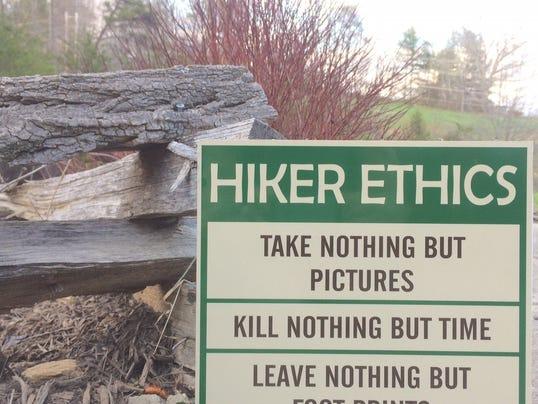 636271817892210884-HikingSigns.jpg