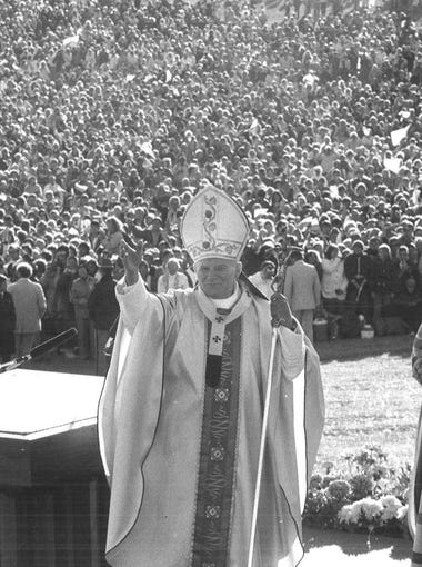 Pope John Paul II visits Living History Farms in Urbandale on Oct. 4, 1979. Read more about the pope's visit, which drew more than 300,000: http://bit.ly/2kqR0Z4.