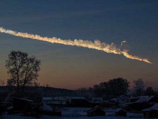 The trace left in the sky by the meteor that broke