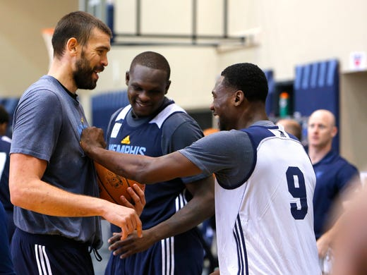 Marc Gasol, Zach Randolph and Tony Allen joke around