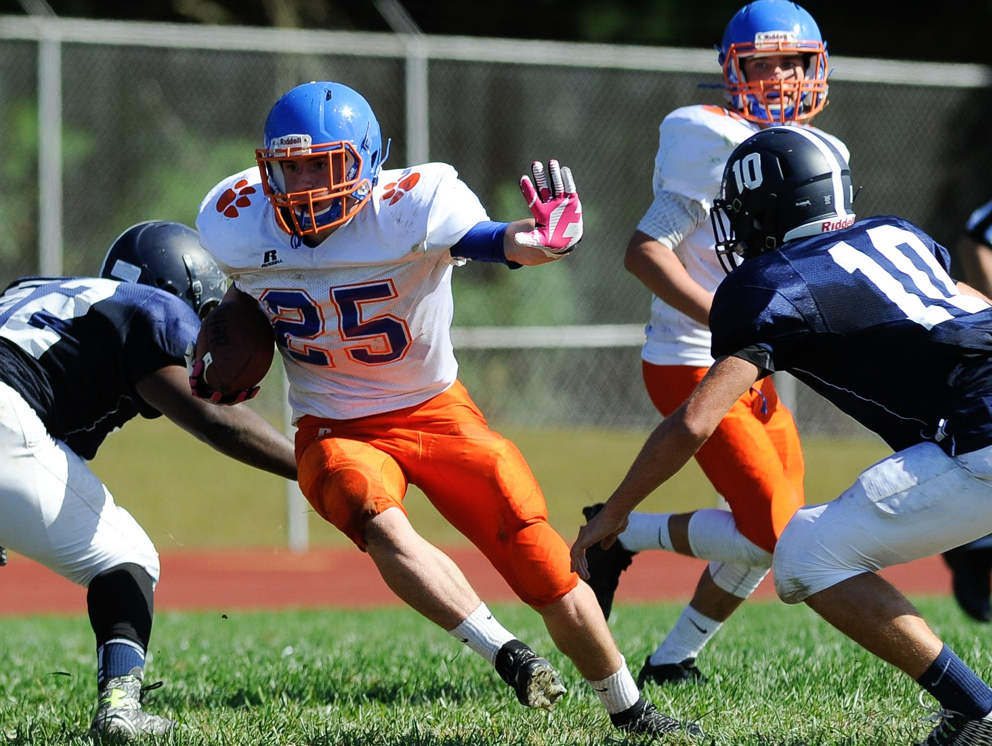 Delmar's Isaac Austin (25) for a touchdown against Lake Forest last Saturday.