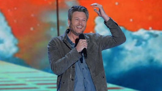 Blake Shelton has refuted a magazine story that claims he is a debauched drunk.