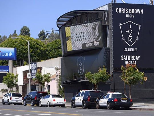 "Sheriffs are seen outside the 1OAK club, Sunday, Aug. 24, 2014, in West Hollywood,  Calif. Death Row Records founder and rap mogul Marion ""Suge"" Knight was injured in an early morning shooting Sunday in the packed nightclub but was expected to survive, a Los Angeles County sheriff's sergeant said. (AP Photo/Mark J. Terrill)"