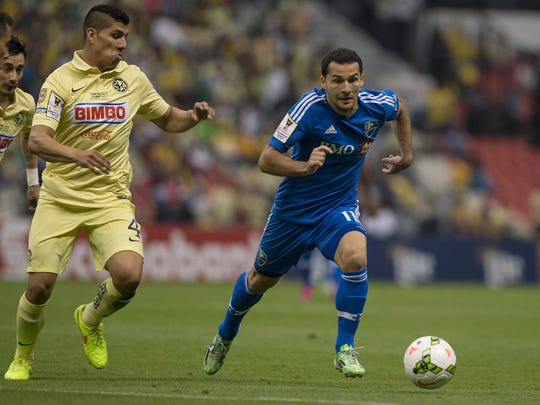 Dilly Duka of Canada's Montreal Impact, right, compete for the ball with Erik Pimentel of Mexico's America during a CONCACAF Champions league match in Mexico City, Wednesday, April 22, 2015. (AP Photo/Christian Palma)