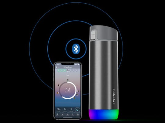 This smart water bottle glows to remind you to drink up.