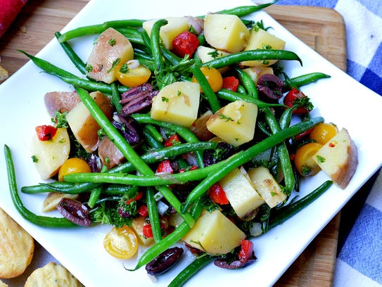 Haricots verts, skinny French green beans, team up