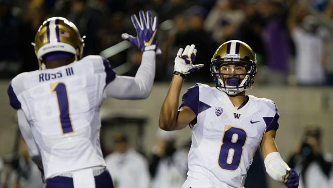 Washington Huskies wide receiver John Ross (1) celebrates with wide receiver Dante Pettis (8) after a touchdown against the California Golden Bears during the first quarter at Memorial Stadium.