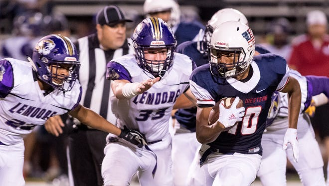 Tulare Western's Andrew Davis runs against Lemoore in a non-league high school football game on Thursday, August 30, 2018.