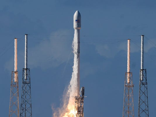 SpaceX Launches Thaicom 8 Into Space