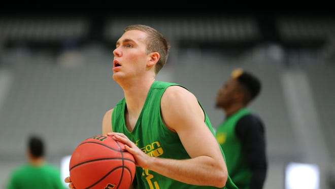 Oregon's Casey Benson, a Tempe native, shoots during practice at University of Phoenix Stadium in Glendale on Friday, March 31, 2017. Oregon plays North Carolina in the Final Four on Saturday.