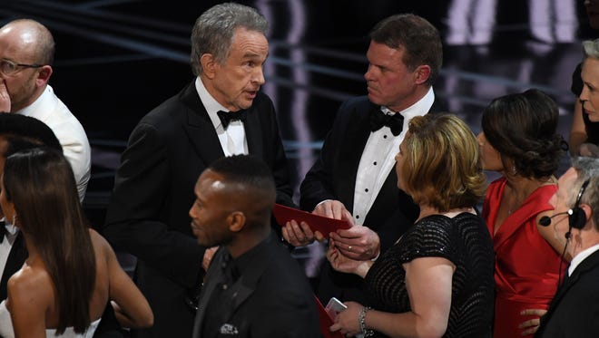 Warren Beatty speaks to Brian Cullinan, a CPA from PriceWaterhouseCoopers for the Oscars during the 89th Academy Awards at Dolby Theatre.