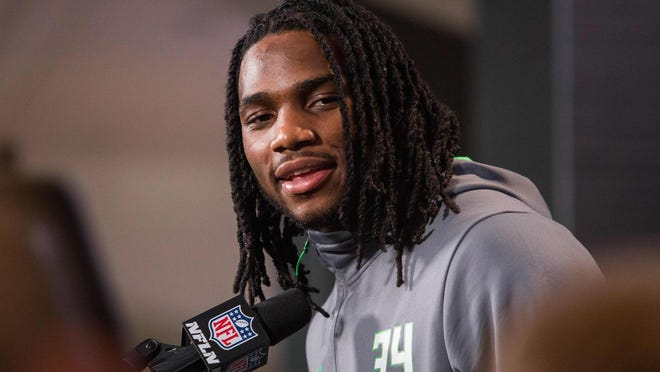 Notre Dame LB Jaylon Smith could have been in the conversation for the first overall pick, but the knee injury he suffered in the Fiesta Bowl reportedly has put his 2016 in doubt.
