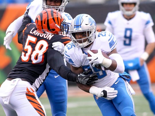 898087216.jpg CINCINNATI, OH - DECEMBER 24:  Theo Riddick #25 of the Detroit Lions runs with the ball past Carl Lawson #58 of the Cincinnati Bengals during the first half at Paul Brown Stadium on December 24, 2017 in Cincinnati, Ohio.  (Photo by John Grieshop/Getty Images)