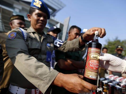EPA INDONESIA ACEH ILLEGAR ALCOHOL CLJ CRIME POLICE LAWS IDN IN