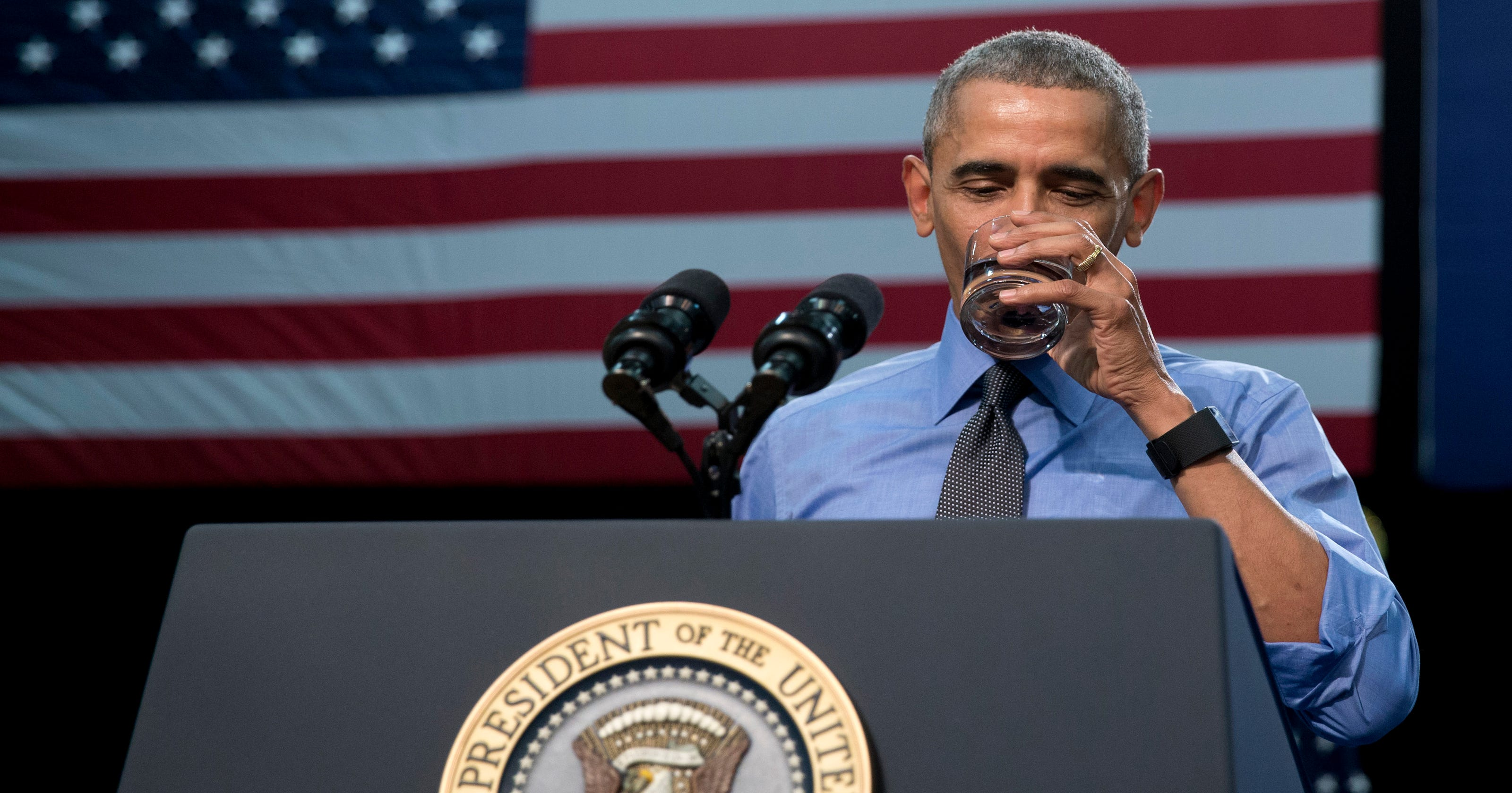 Obama to Flint: 'Don't lose hope,' drinks the water
